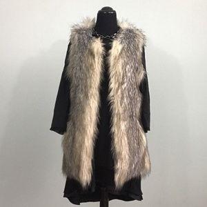 Xhilaration Womens/Juniors Small Faux Fur Vest